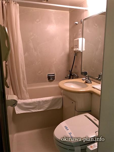 琉球サンロイヤルホテルツインルームのバス・トイレ