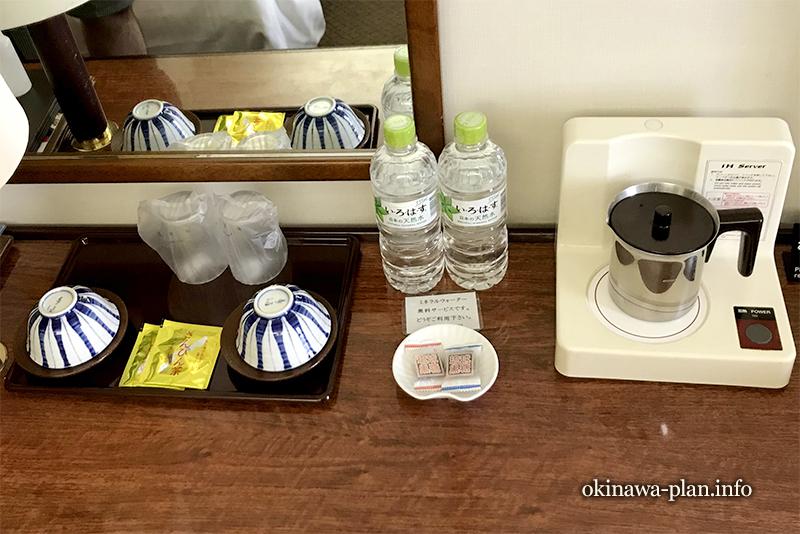 お茶やお菓子、お水のサービスも(琉球サンロイヤルホテル)