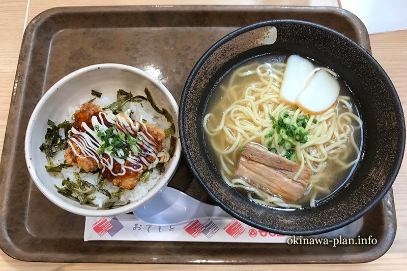 沖縄そばとチキン南蛮丼のセット(那覇市おもろまち-めん家)