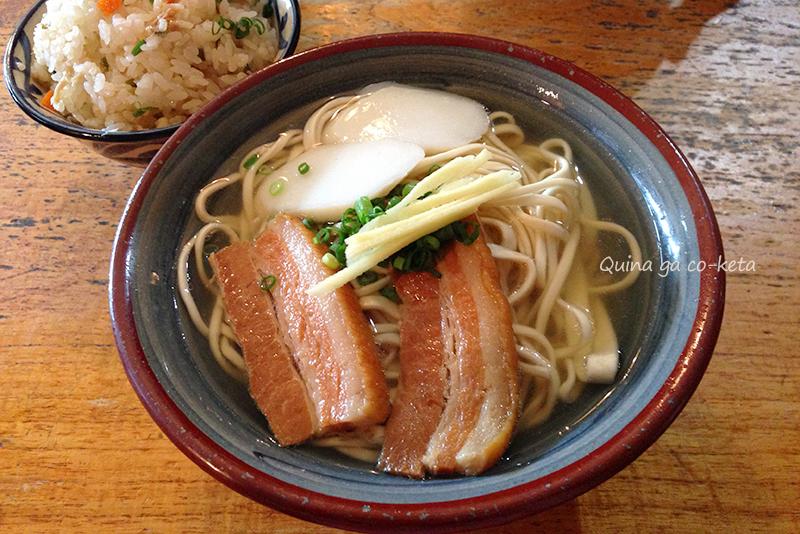 手打ち麺の首里そば(首里赤田)