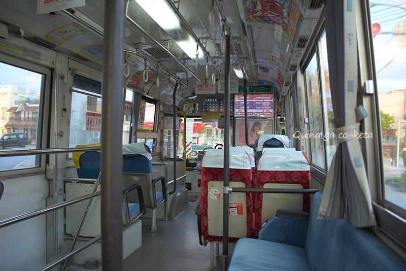 沖縄の路線バス車内