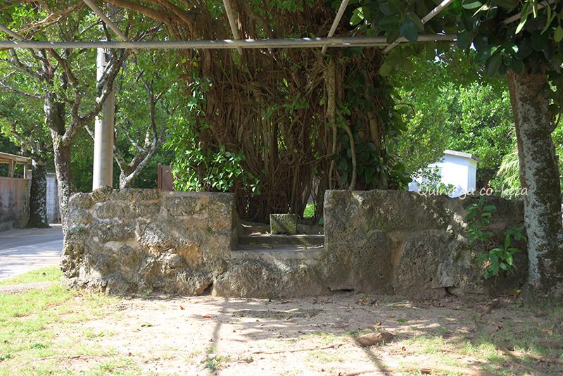 久高島の集落散策-外間殿にて