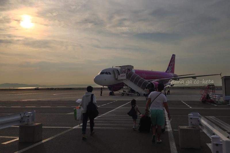 関空の第2ターミナルでピーチに搭乗